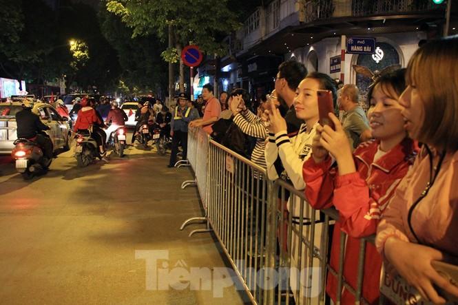 Cảnh sát trắng đêm chống đua sau chiến thắng của Việt Nam trước UAE - ảnh 6