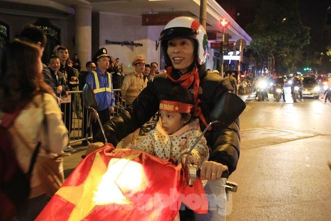 Cảnh sát trắng đêm chống đua sau chiến thắng của Việt Nam trước UAE - ảnh 2