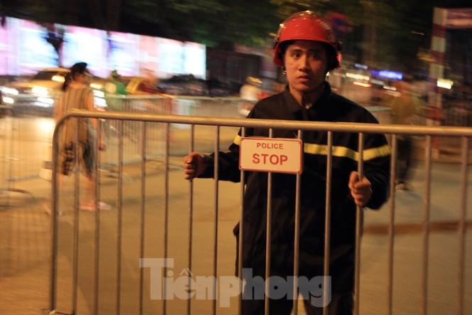 Cảnh sát trắng đêm chống đua sau chiến thắng của Việt Nam trước UAE - ảnh 11