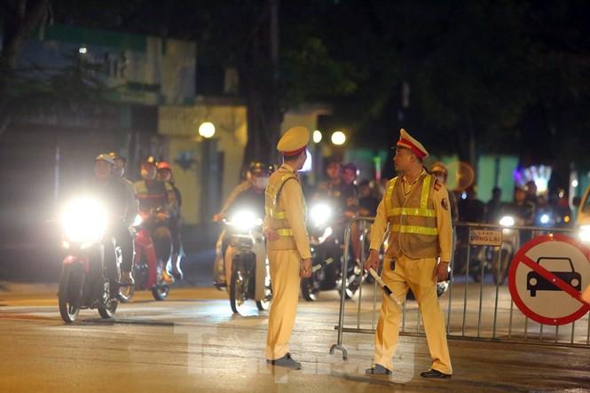 Cảnh sát trắng đêm chống đua sau chiến thắng của Việt Nam trước UAE - ảnh 3