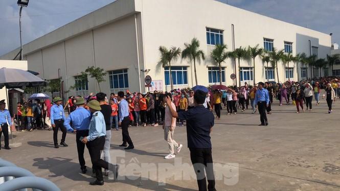 Công an điều tra vụ hàng trăm công nhân ở Vĩnh Phúc nhập viện nghi ngộ độc - ảnh 1