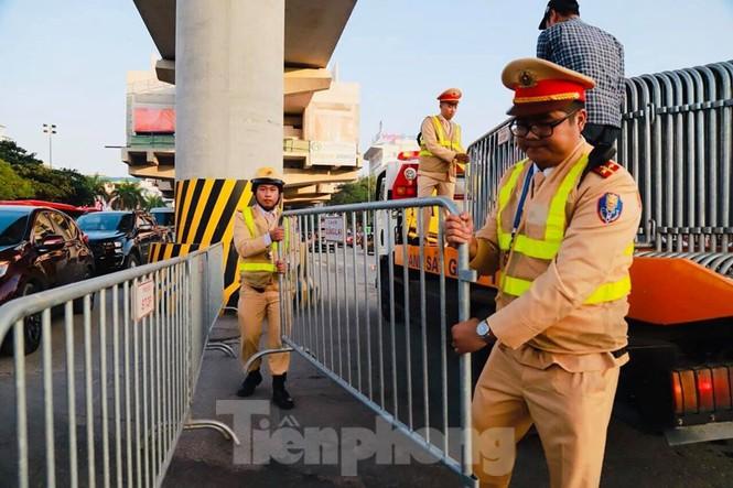 Cảnh sát soi an ninh, kiểm soát nhiều vòng tại sân Mỹ Đình - ảnh 9