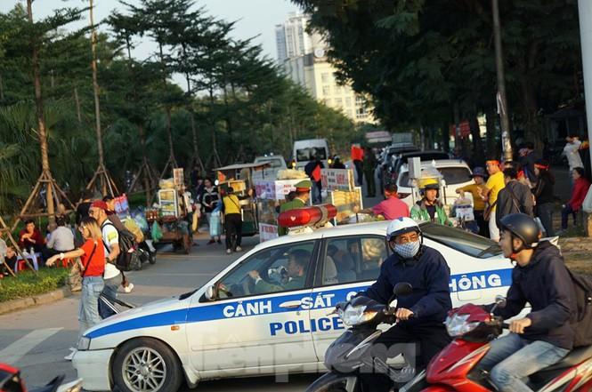 Cảnh sát soi an ninh, kiểm soát nhiều vòng tại sân Mỹ Đình - ảnh 8