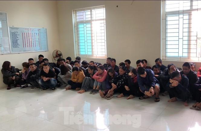 Bắt giữ 52 đối tượng đánh bạc dưới hầm 'lô cốt' ở Vĩnh Phúc - ảnh 1