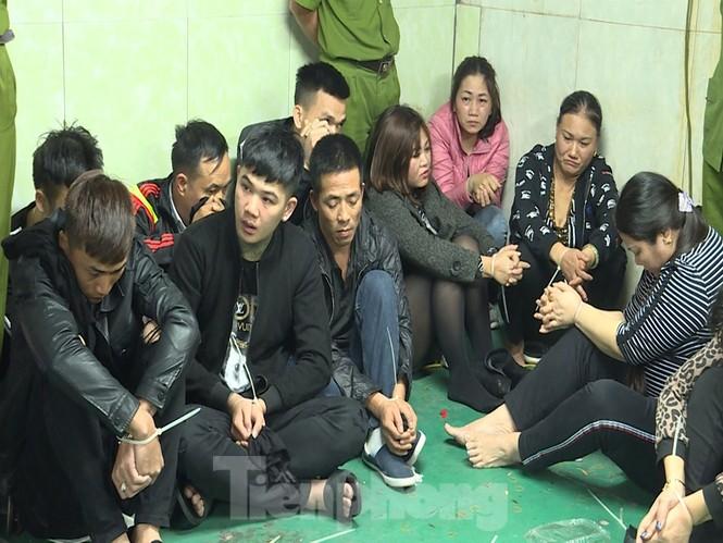 Cận cảnh sới bạc dưới hầm ngầm ở Vĩnh Phúc bị cảnh sát triệt phá - ảnh 3