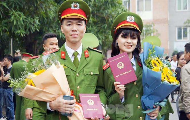 4 thủ khoa đầu ra Học viện Cảnh sát được phong vượt cấp bậc hàm - ảnh 2