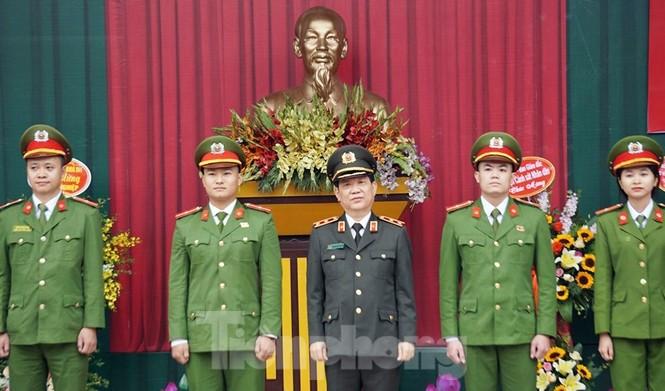 4 thủ khoa đầu ra Học viện Cảnh sát được phong vượt cấp bậc hàm - ảnh 1