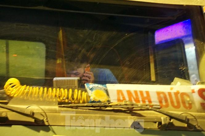 Bị CSGT dừng, tài xế xe 'hổ vồ' gọi điện cầu cứu... người thân - ảnh 3