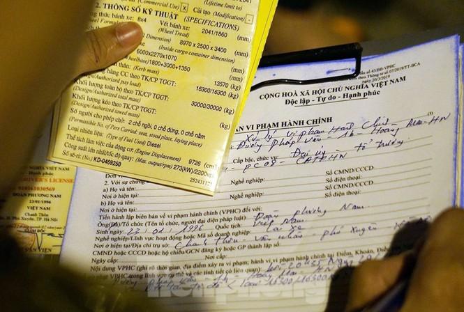 Bị CSGT dừng, tài xế xe 'hổ vồ' gọi điện cầu cứu... người thân - ảnh 5