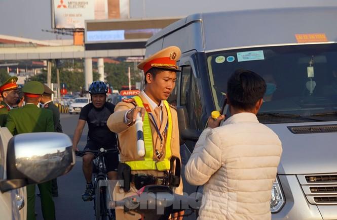 Giao thông ùn ứ ở Nội Bài trước giờ đón các nhà vô địch SEA Games - ảnh 7