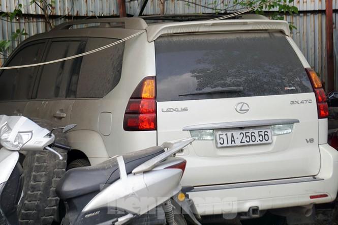 Porsche, Lexus... tiền tỷ phủ bụi, 'bỏ xó' trong bãi giữ xe ở Hà Nội - ảnh 7