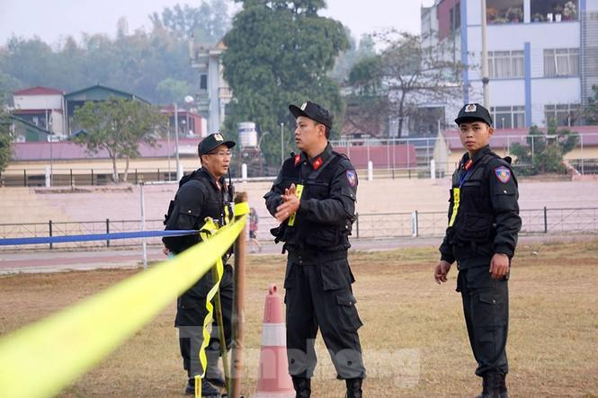 Huy động chó nghiệp vụ rà soát an ninh, bảo vệ phiên tòa vụ 'nữ sinh giao gà' - ảnh 7