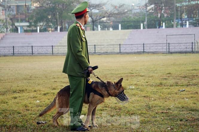 Huy động chó nghiệp vụ rà soát an ninh, bảo vệ phiên tòa vụ 'nữ sinh giao gà' - ảnh 6