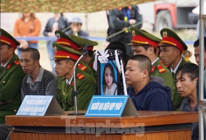 Kẻ bắt giữ, hiếp giết nữ sinh Điện Biên bật khóc khi đối diện án tử - ảnh 3