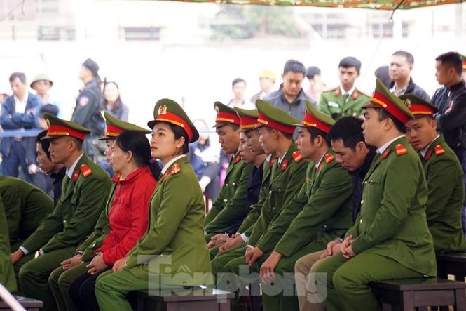 Kẻ bắt giữ, hiếp giết nữ sinh Điện Biên bật khóc khi đối diện án tử - ảnh 1
