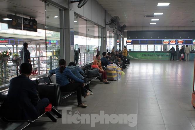 Bến xe 'ế' khách, cửa ngõ Hà Nội thông thoáng chiều cuối năm - ảnh 3