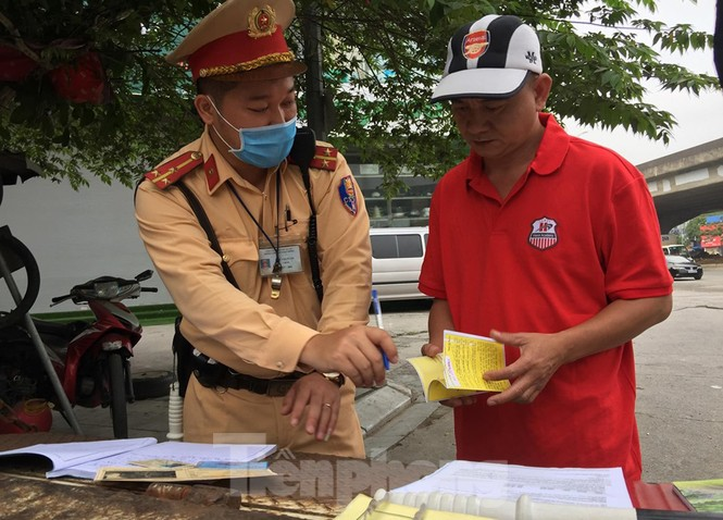 CSGT Hà Nội ra quân tổng kiểm soát, xử lý vi phạm giao thông - ảnh 5