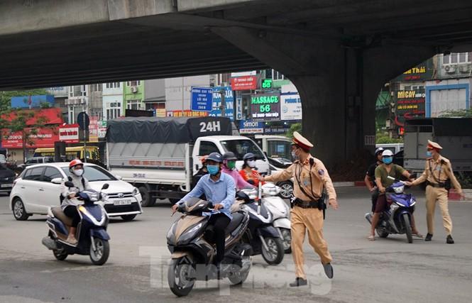 CSGT Hà Nội ra quân tổng kiểm soát, xử lý vi phạm giao thông - ảnh 3
