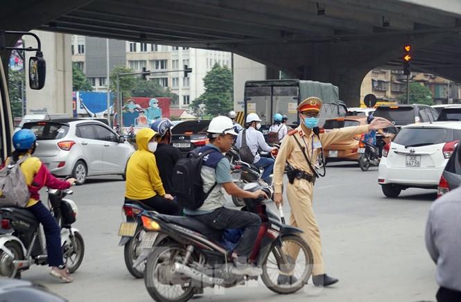 CSGT Hà Nội ra quân tổng kiểm soát, xử lý vi phạm giao thông - ảnh 10