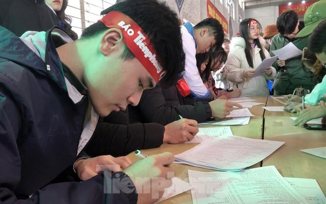 Đông đảo bạn trẻ tham gia hiến máu cứu người tại Đại học Hải Phòng - ảnh 5