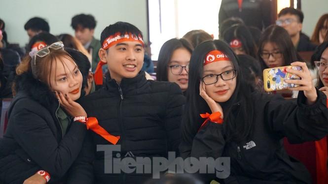 Đông đảo bạn trẻ tham gia hiến máu cứu người tại Đại học Hải Phòng - ảnh 9