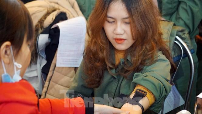 Đông đảo bạn trẻ tham gia hiến máu cứu người tại Đại học Hải Phòng - ảnh 6