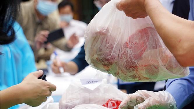 TP Hải Phòng tiếp tế gần 8 tấn gạo, thịt cho người dân khu phong tỏa - ảnh 7