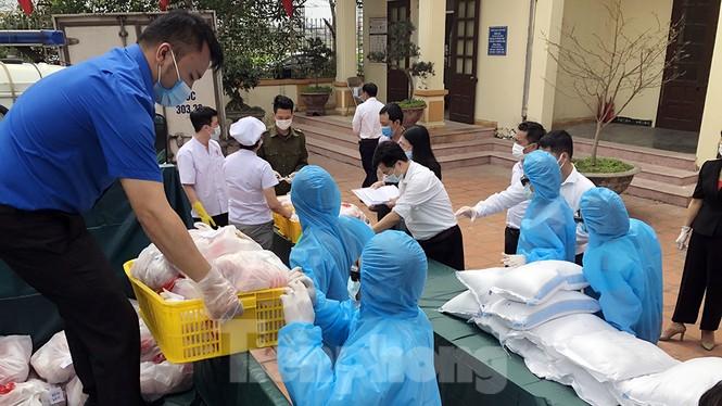 TP Hải Phòng tiếp tế gần 8 tấn gạo, thịt cho người dân khu phong tỏa - ảnh 1