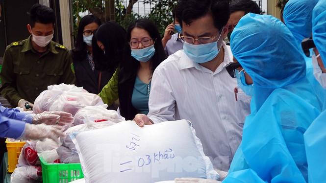 TP Hải Phòng tiếp tế gần 8 tấn gạo, thịt cho người dân khu phong tỏa - ảnh 4