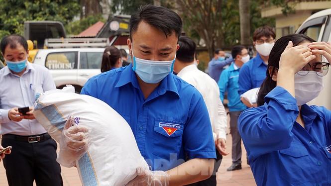 TP Hải Phòng tiếp tế gần 8 tấn gạo, thịt cho người dân khu phong tỏa - ảnh 3