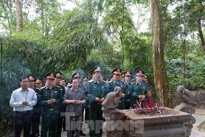 Quân đội tri ân tại chiến khu Tân Trào - ảnh 1