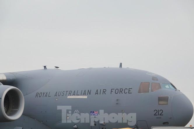 Cận cảnh vận tải cơ C-17A chở bác sĩ mũ nồi xanh Việt Nam sang Nam Sudan - ảnh 3