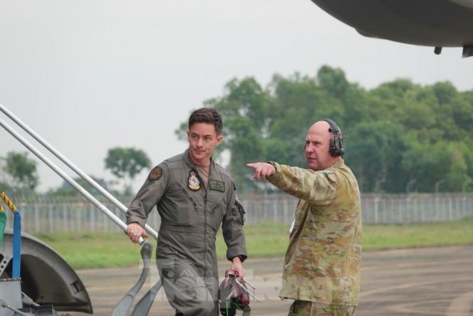 Cận cảnh vận tải cơ C-17A chở bác sĩ mũ nồi xanh Việt Nam sang Nam Sudan - ảnh 12