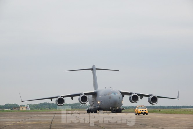 Cận cảnh vận tải cơ C-17A chở bác sĩ mũ nồi xanh Việt Nam sang Nam Sudan - ảnh 15
