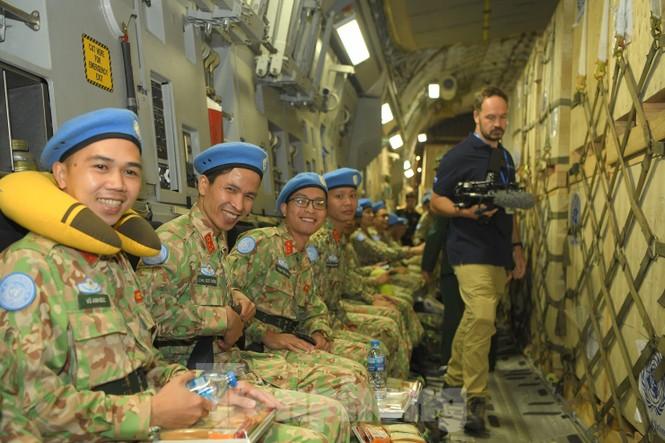 Cận cảnh vận tải cơ C-17A chở bác sĩ mũ nồi xanh Việt Nam sang Nam Sudan - ảnh 13