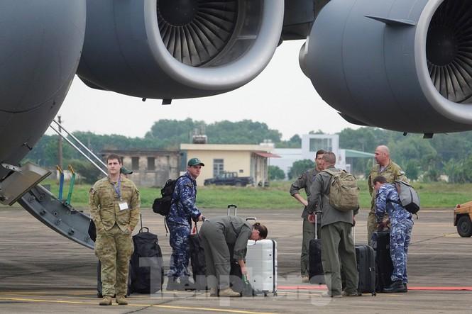 Cận cảnh vận tải cơ C-17A chở bác sĩ mũ nồi xanh Việt Nam sang Nam Sudan - ảnh 14