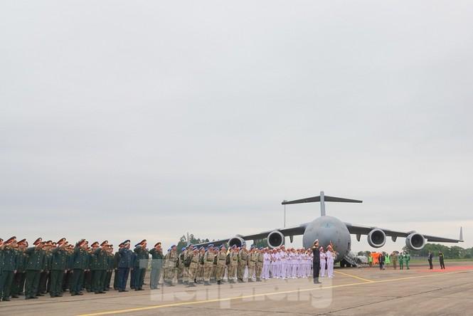 Cận cảnh vận tải cơ C-17A chở bác sĩ mũ nồi xanh Việt Nam sang Nam Sudan - ảnh 1