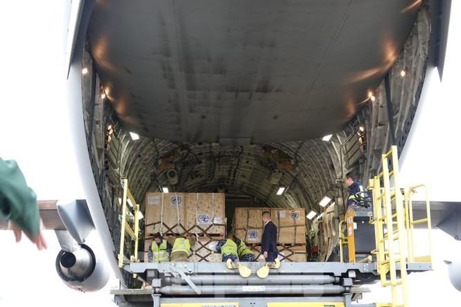 Cận cảnh vận tải cơ C-17A chở bác sĩ mũ nồi xanh Việt Nam sang Nam Sudan - ảnh 10