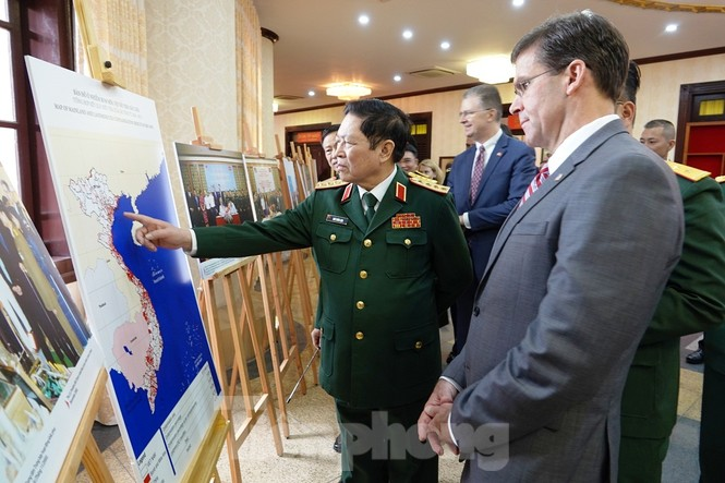 Bộ trưởng Quốc phòng Việt - Mỹ trao đổi hiện vật chiến tranh - ảnh 3