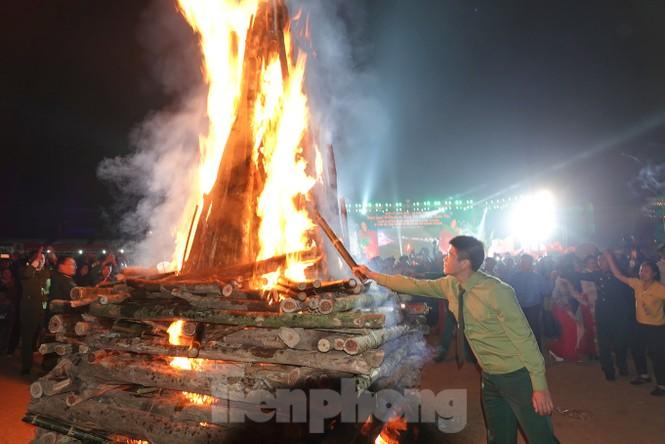 Sôi động đêm lửa trại của tuổi trẻ ở ATK Định Hóa - ảnh 6