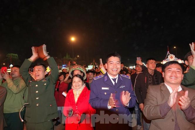 Sôi động đêm lửa trại của tuổi trẻ ở ATK Định Hóa - ảnh 8