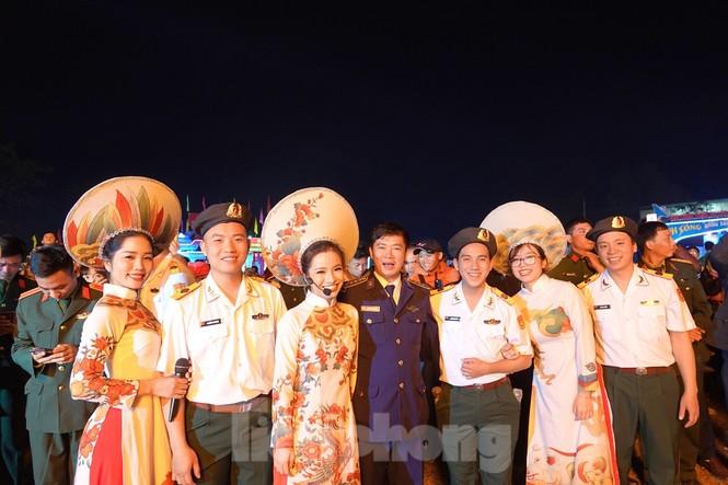 Sôi động đêm lửa trại của tuổi trẻ ở ATK Định Hóa - ảnh 7