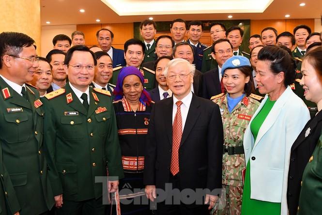 Tổng Bí thư, Chủ tịch nước gặp mặt điển hình xây dựng nền quốc phòng toàn dân - ảnh 1