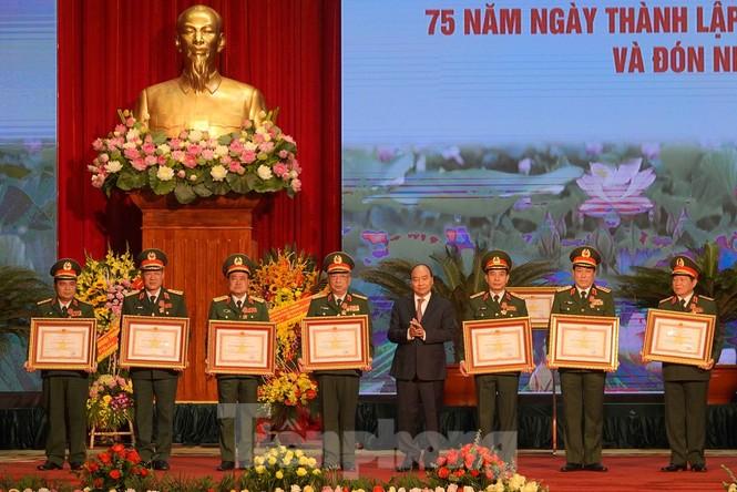 Tặng Huân chương Quân công hạng Nhất cho Quân đội nhân dân Việt Nam  - ảnh 1