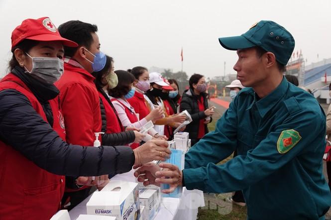 Hơn 1.000 thanh niên Thủ đô viết đơn tình nguyện nhập ngũ - ảnh 2