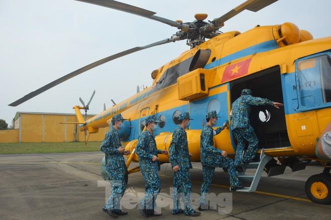 Đoàn Không quân Ba Vì diễn tập ứng phó tình huống 30 nghìn người mắc Covid-19  - ảnh 6