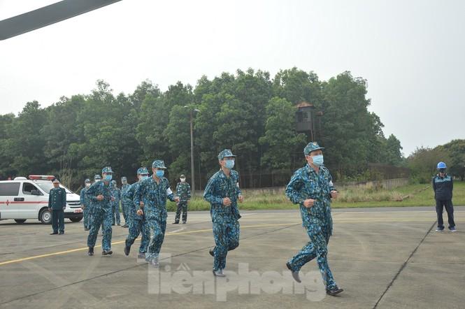 Đoàn Không quân Ba Vì diễn tập ứng phó tình huống 30 nghìn người mắc Covid-19  - ảnh 5