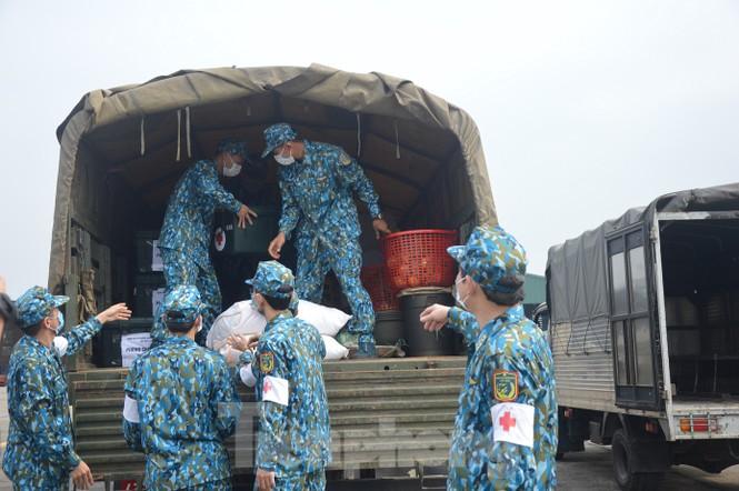 Đoàn Không quân Ba Vì diễn tập ứng phó tình huống 30 nghìn người mắc Covid-19  - ảnh 2