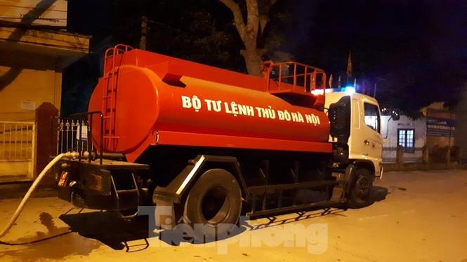 Bộ Tư lệnh Thủ đô tiêu độc ổ dịch Hạ Lôi trong đêm - ảnh 2