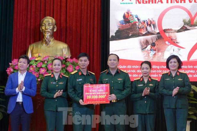 Ban Quản lý Lăng Bác và Báo QĐND phát động ủng hộ đồng bào miền Trung - ảnh 6